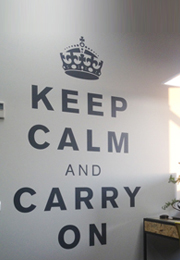 מדבקת קיר - keep calm and carry on
